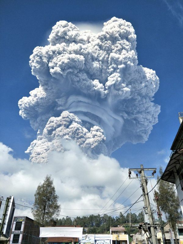 4 Most Spectacular Photos Of Sinabung Volcano Eruption