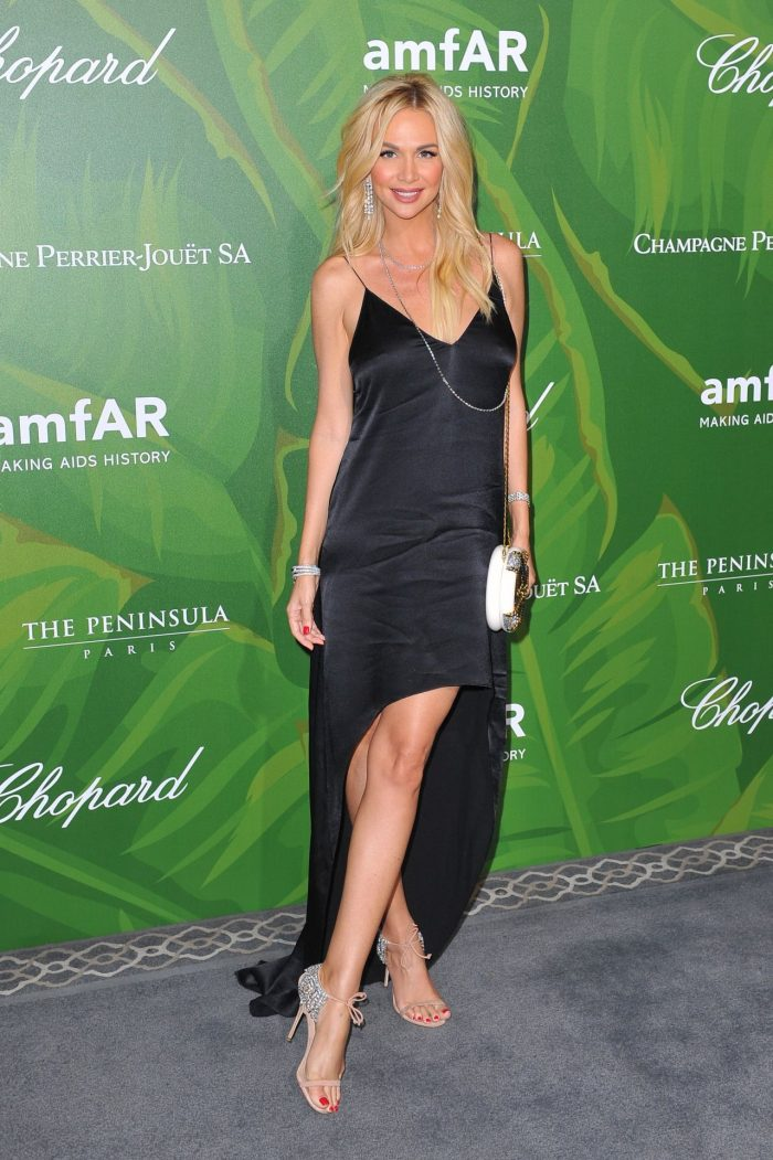 6 Photos Of Victoria Lopyreva – amfAR Paris Dinner 2018