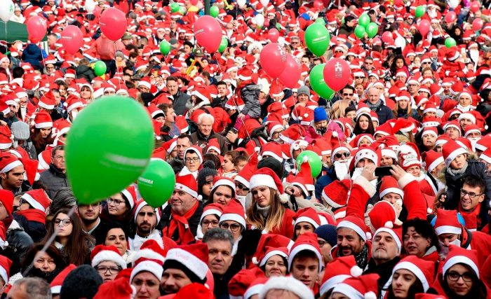 14 Cool Moments Of Annual Races Of Santa Clauses