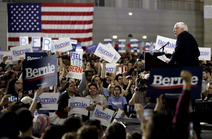 Bernie Sanders signs loyalty pledge: 'I am a member of the Democratic Party'