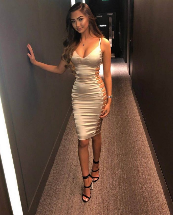 Girls In Tight Dress You Must See (42 Photos)
