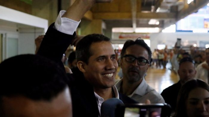 Defiant Guaidó flies back to Venezuela